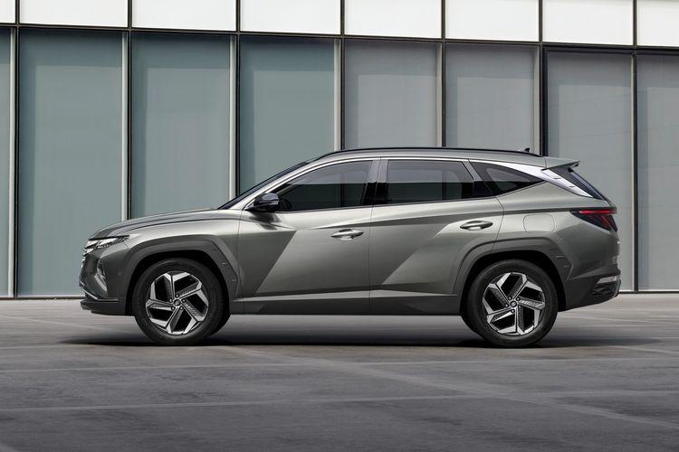 Tampak samping Hyundai Tucson generasi terbaru.