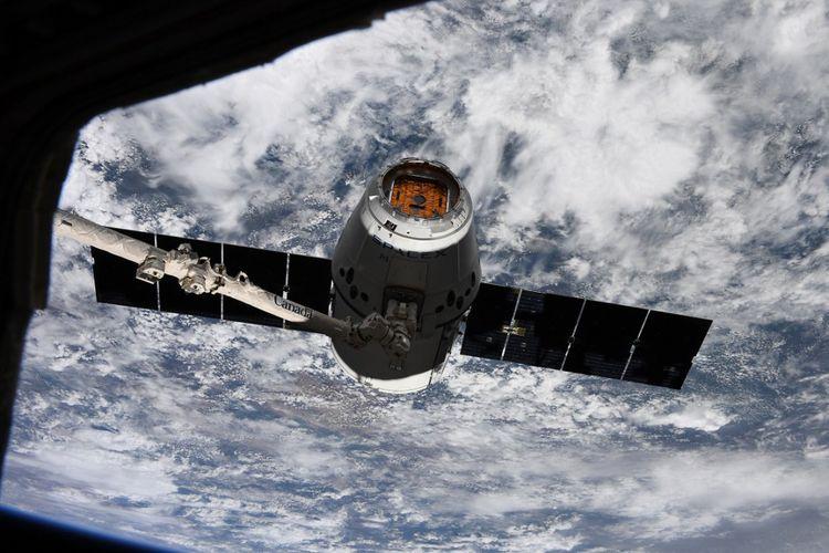 Dragon yang sampai di ISS kemarin (4/4/2018)