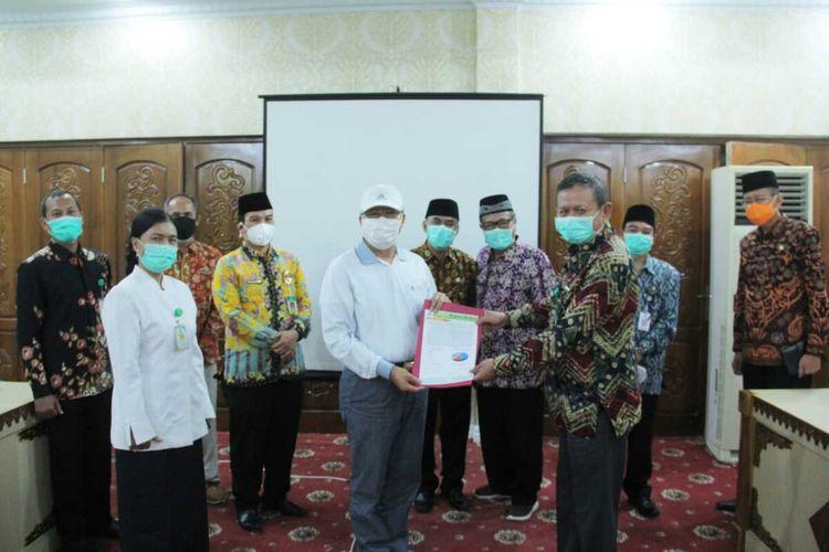 Tim Epidemologi Provinsi Bengkulu dan gubernur Rohidin Mersyah