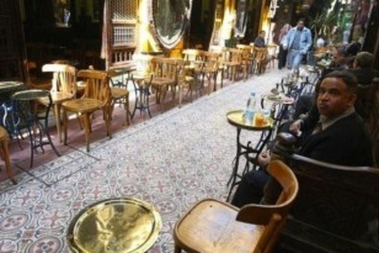 Suasana kafe khas Kairo seperti inilah yang akan menjadi lokasi drama seri