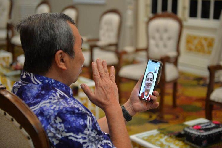 Gubernur Riau Syamsuar video call dan menyampaikan ucapan selamat secara langsung atas keberhasilan atlet parabadminton Leani Ratri Oktila asal Kabupaten Kampar, Riau