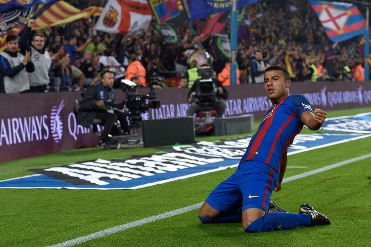 Rafinha Alcantara merayakan gol Barcelona ke gawang Granada pada partai lanjutan La Liga di Stadion Camp Nou - di Stadion Nuevo Los Carmenes, 29 Oktober 2016.