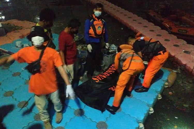 Seorang pemuda berinisial R (18)tenggelamdi Kali Hitam di JalanSunter JayaI, Sunter Jaya, Tanjung Priok, Jakarta Utara, ditemukan dalam kondisi tewas, Minggu (19/9/2021).