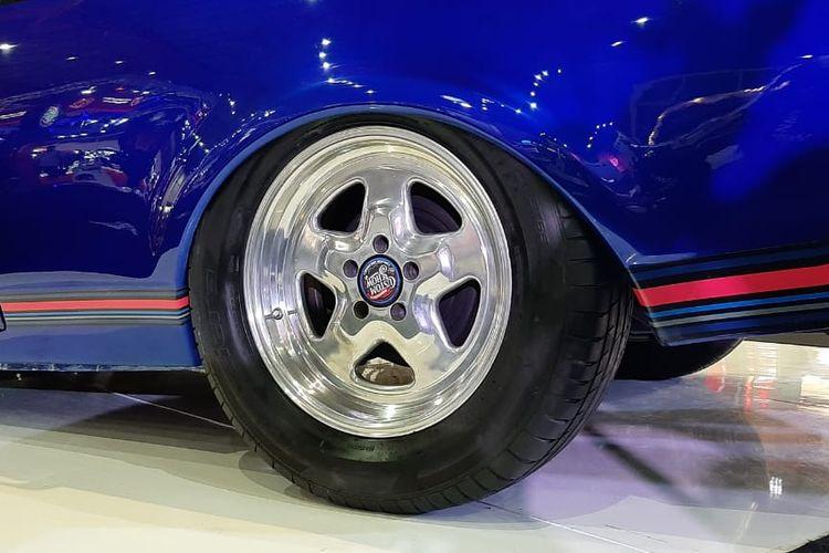 Mobil modifikasi Holden Premier untuk Lucky Draw di Indonesian Custom Show (ICS)