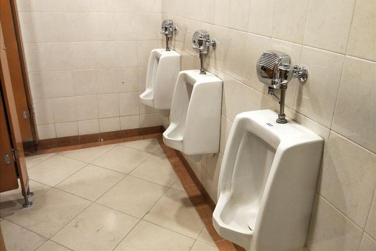 Kondisi toilet untuk ojek online di Puri Indah Mall.