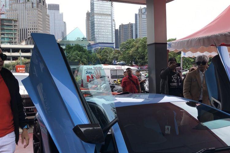 Roy Kiyoshi bersama kuasa hukumnya, Henry Indraguna menyambangi SPKT Polda Metro Jaya, Jakarta Selatan, Kamis (14/11/2019)