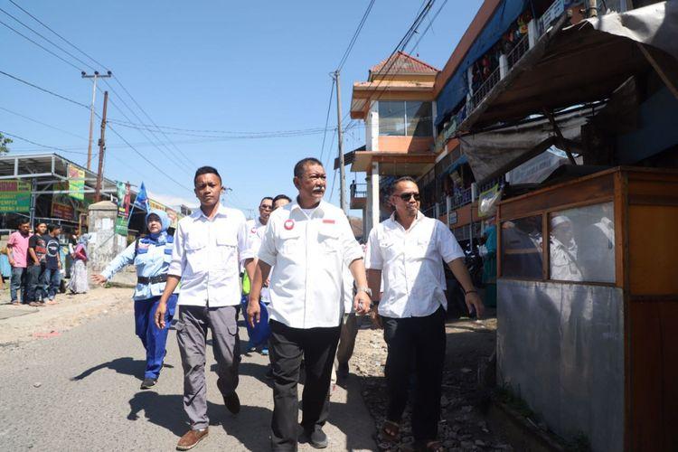 Calon Gubernur Jawa Barat nomor urut 4 Dedy Mizwar atau yang akrab disapa Demiz mengunjungi Pasar GSP Sukaresmi, Kabupaten Cianjur, Senin (30/4/2018).