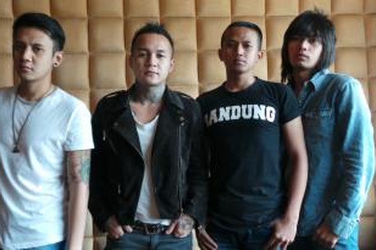 18  (kiri ke kanan): Dhika, Yuvi, Boim, dan Mega saat berbincang dengan Kompas.com di fX Plaza, Jakarta Pusat, Selasa (21/10/2014).
