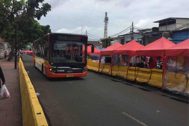 Bus transjakarta Tanah Abang explorer kembali beroperasi. Mulai Sabtu (3/2/2018), waktu operasional bus akan dimulai pukul 08.00-15.00 Wib.