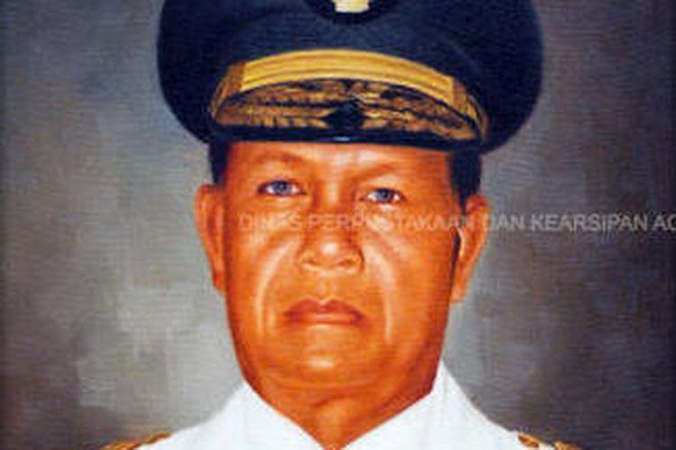 Gubernur Aceh periode 1999-2000 Syamsuddin Mahmud.