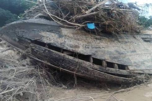 Bangkai Kapal Inggris Zaman Penjajahan Muncul Usai Banjir Surut, tapi Rusak Dipreteli Warga