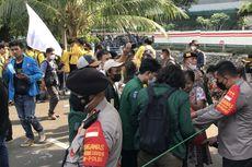 Demo di Depan Gedung KPK Berakhir, Polisi dan Mahasiswa Punguti Sampah