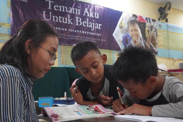 Kegiatan Pendampingan Belajar Temani Aku untuk Belajar yang Digagas oleh Universitas Pertamina di Kelurahan Grogol, Jakarta Selatan.