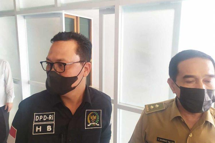 Dari kiri, Wakil Ketua Komite II Dewan Perwakilan Daerah (DPD) RI, Hasan Basri dan Pelaksana Harian (Plh) Sekretaris Daerah (Sekda) Provinsi Sumatera Selatan Ahmad Najib saat berada di Palembang, Senin (14/6/2021).