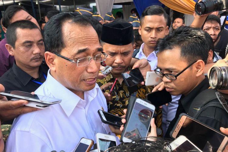 Menteri Perhubungan Budi Karya Sumadi saat diwawancarai di Cirebon, Jawa Barat, Minggu (20/5/2018).