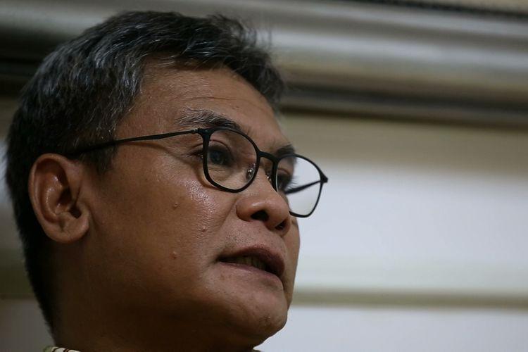 Caleg dari Partai Demokrasi Indonesia Perjuangan (PDI-P) dapil Jawa Timur VII, Johan Budi saat diwawancarai, di Jakarta, Selasa (19/3/2019).