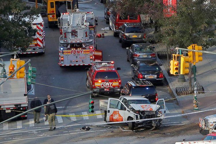 Sebuah pikap yang digunakan dalam serangan di West Street di Manhattan, New York, 31 Oktober 2017.