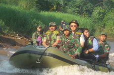 Ahok Susuri Sungai Ciliwung