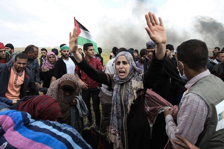 Peserta aksi unjuk rasa mulai berkumpul di sepanjang perbatasan Jalur Gaza dengan Israel, Jumat (30/3/2018). Aksi tersebut berakhir bentrok dan menewaskan belasan warga Palestina.