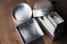 5 Cara Bersihkan Loyang Kue, Kerak Kotoran dan Minyak Cepat Hilang
