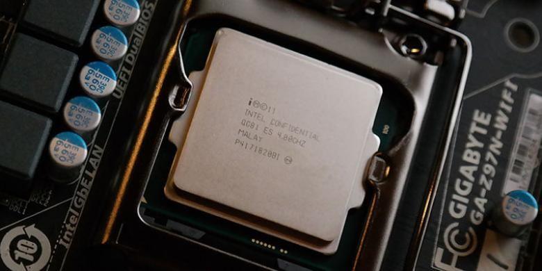 Prosesor Intel Core i7-4790K versi Engineering Sample terpasang pada motherboard berbasis chipset Intel seri 9.