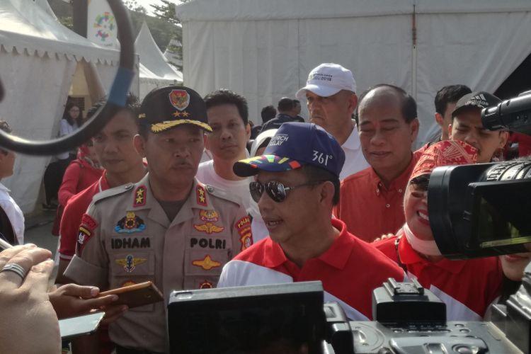 Kepala Kepolisian Republik Indonesia (Kapolri) Jenderal Tito Karnavian (menggunakan topi dan berkacamata hitam)