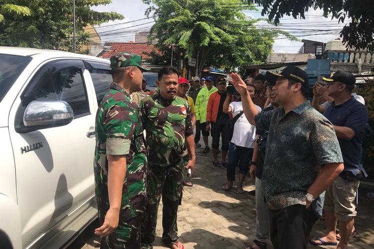 Wali Kota Tangerang Arief Wismansyah saat meninjau lokasi banjir di kawasan Cipondoh, Jumat (3/1/2020).