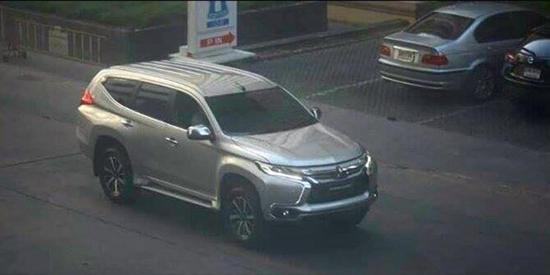 Mitsubishi Pajero Sport 2016 yang tertangkap kamera sedang melakukan aktivitas untuk persiapan peluncuran.