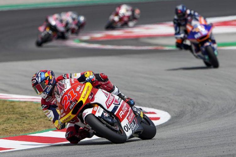 Pebalap Federal Oil Gresini Moto2 (FOGM2), Nicolo Bulega, saat balapan pada Moto2 Catalunya 2021