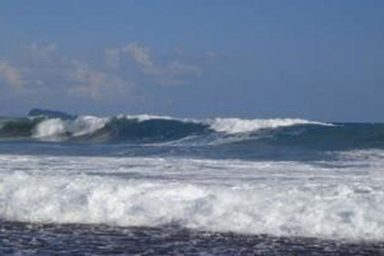 Pantai Karang Falaete terkenal dengan  panorama pantai yang masih asli dan alami di Kabupaten Nias Barat, Sumatera Utara. Gulungan ombak di pantai ini bisa mencapai 3 meter hingga 5 meter di musim-musim tertentu seperti pada bulan Juni hingga Agustus.