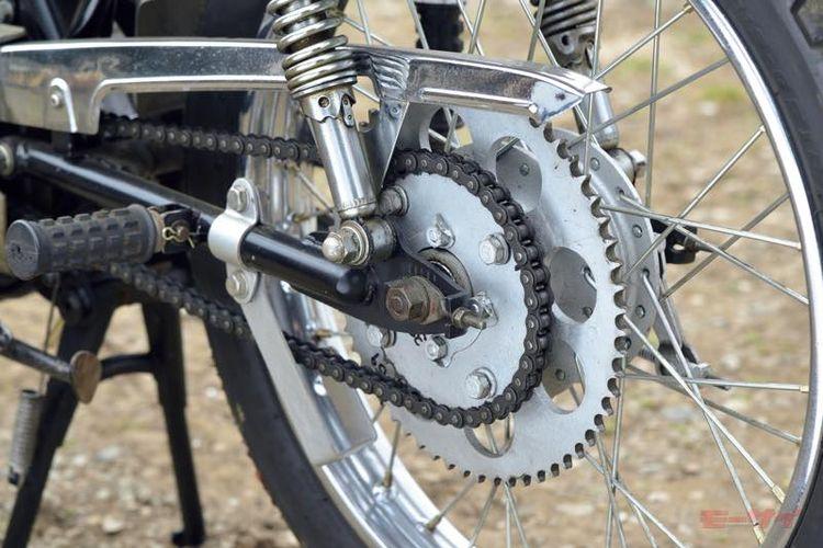 Motor trail lawas Kawasaki C2TR atau C2SS dengan fitur dual rear sprocket