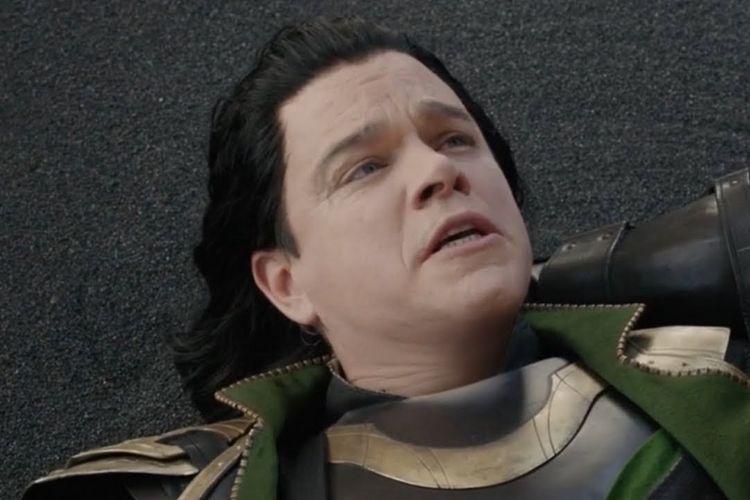 Matt Damon berperan sebagai Loki di panggung opera dalam salah satu adegan Thor: Ragnarok.