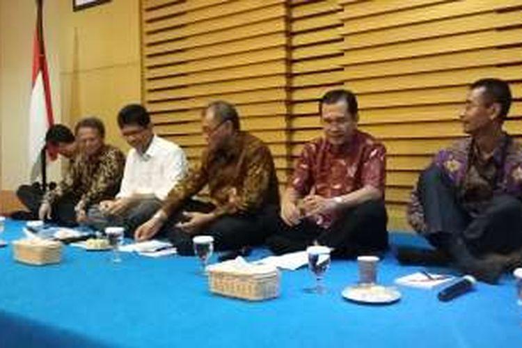 Pimpinan Komisi Pemberantasan Korupsi (KPK) saat bertemu wartawan di Gedung KPK, Jakarta, Selasa (29/3/2016).