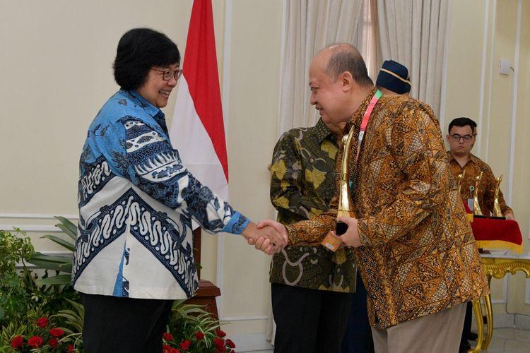 Menteri KLHK Siti Nurbaya bersama Direktur Utama Pupuk Kaltim Bakir Pasaman di Istana Wakil Presiden, Rabu (8/1/2019).