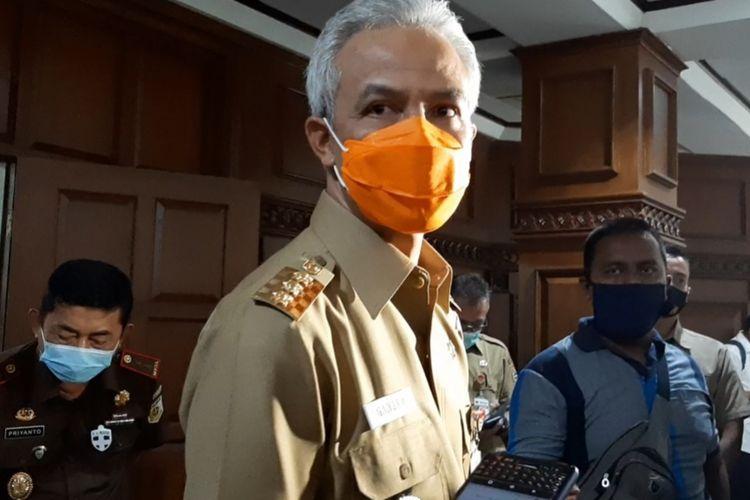 Gubernur Jawa Tengah Ganjar Pranowo ditemui usai memimpin rapat rutin koordinasi percepatan penanganan Covid-19 di Gradhika Bhakti Praja kompleks kantor Pemprov Jateng, Senin (28/9/2020).