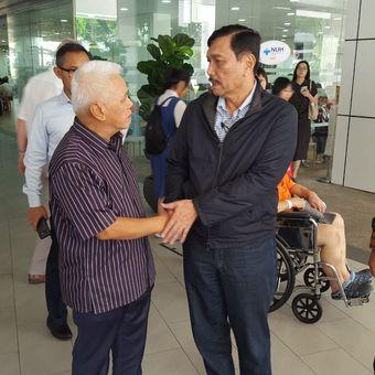 Menteri Koordinator bidang Kemaritiman Luhut Binsar Panjaitan sempat menjenguk istri dari Presiden keenam RI Susilo Bambang Yudhoyono (SBY), Ani Yudhoyono, di sela-sela kunjungan dinasnya ke Singapura, Jumat (31/5/2019).