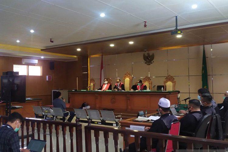 Pengadilan Negeri Bandung menggelar sidang perkara penganiayaan untuk terdakwa Bahar Smith.