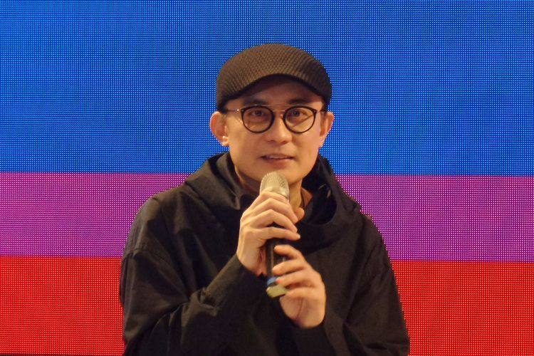 Desainer aksesori Rinaldy Yunardi dalam sebuah talkshow di gelaran Jakarta Fashion Week 2020 di Senayan City, Jakarta Selatan, Selasa (22/10/2019).