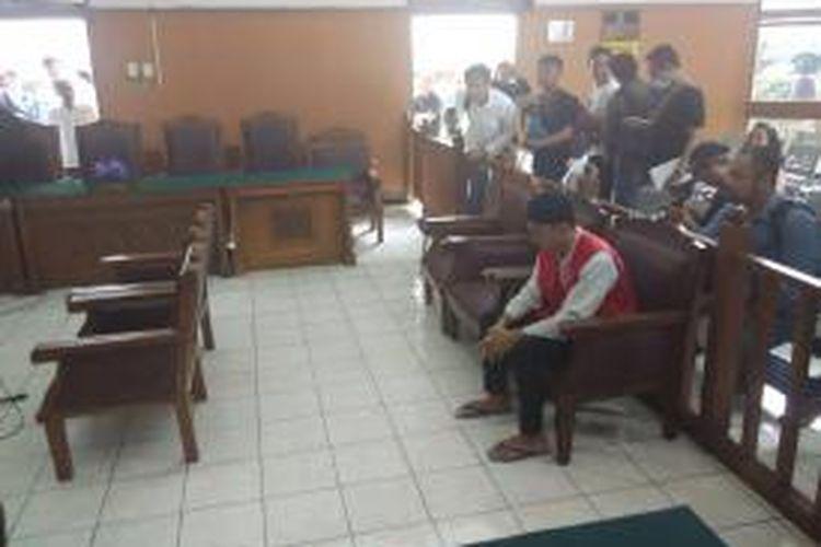 Muhammad Prio Santoso (24) yang terdakwa pembunuhan Deudeuh Alfi Sahrin disidang di PN Jakarta Selatan, Senin (21/9/2015).