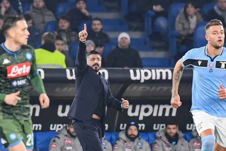 Pelatih Napoli, Gennaro Gattuso, memberikan instruksi di pinggir lapangan pada laga Liga italia, Roma vs Napoli, di Estadio Olympico, Roma, 11 Januari 2020.