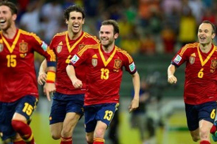 Para pemain Spanyol bereaksi kegirangan setelah Jesus Navas sukses menyarangkan bola ke gawang Italia dalam adu penalti di semifinal Piala Konfederasi 2013, Kamis atau Jumat (28/6/2013) dini hari WIB. Gol itu memastikan Spanyol menang 7-6 dalam adu penalti dan mengantar mereka ke babak final, melawan Brasil.