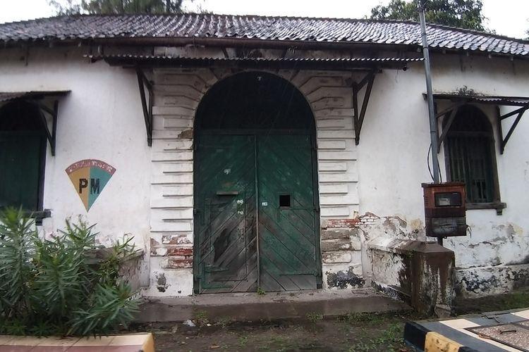 PENJARA ANGKER—Ini rumah tahanan militer bekas penjara peninggalan penjajah Belanda yang akan dijadikan tempat isolasi bagi warga yang nekat mudik di Kota Madiun.