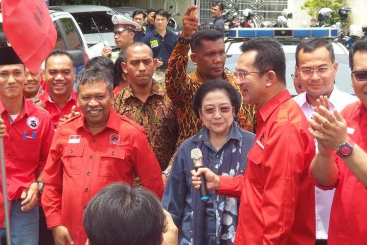 Ketua Umum PDI Perjuangan Megawati Soekarnoputri saat melepas rombongan napak tilas jejak Sang Proklamator di Pangkalpinang, Bangka, Kamis (9/2/2017).
