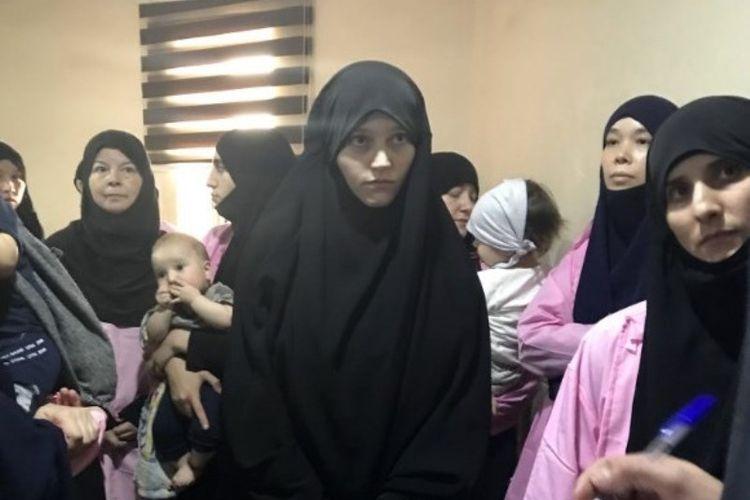 Perempuan asal Rusia dihukum seumur hidup di pengadilan Baghdad, Irak, Minggu (29/4/2018), karena bergabung dengan ISIS. (AFP/Ammar Karim)