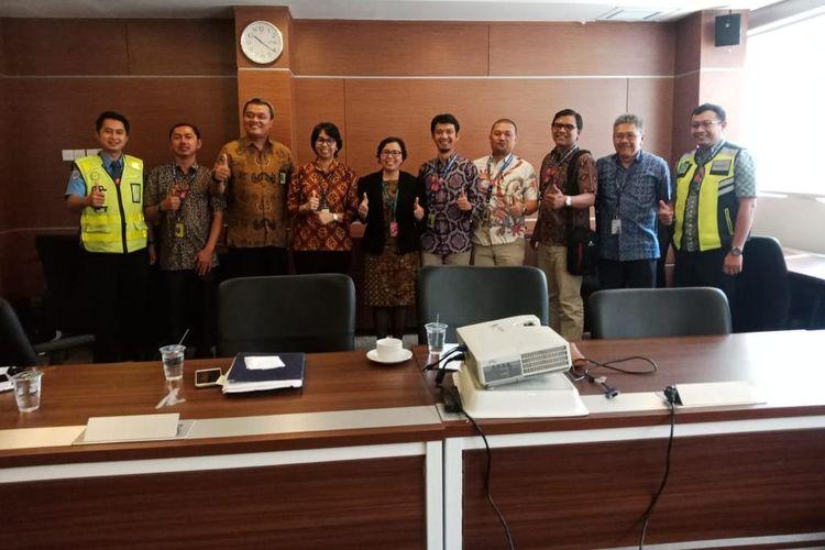 PT Angkasa Pura II (Persero) sebagai pengelola Bandara Internasional Soekarno-Hatta bersama perusahaan ground handling, PT JAS dan maskapai Cathay Pasific telah melakukan investigasi terkait alur pelayanan bagasi.