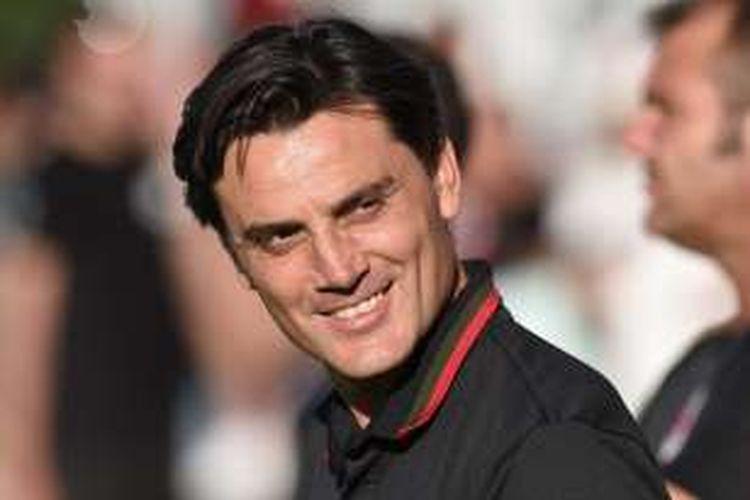 Pelatih AC Milan, Vincenzo Montella, mendampingi timnya pada laga persahabatan kontra Bordeaux di Stadion Armandie, Perancis, pada 16 Juli 2016.