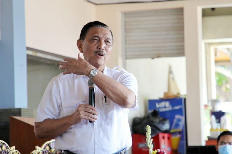 Menteri Koordinator Bidang Kemaritiman dan Investasi Luhut Binsar Pandjaitan memberikan sambutan dalam acara restorasi terumbu karang, di Nusa Dua, Bali, Rabu (19/8/2020).