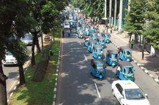 Taksi dan Bajaj Tutup Jalan Sudirman dari FX Menuju Senayan