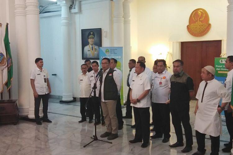 Gubernur Jawa Barat Ridwan Kamil saat menghadiri konferensi pers terkait penanganan Covid-19 di Gedung Sate, Jalan Diponegoro, Rabu (18/3/2020).