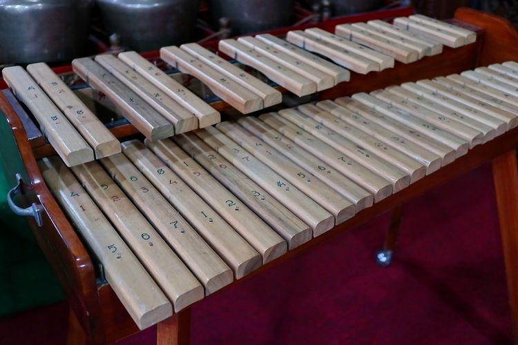 Alat musik tradisonal kolintang dari Minahasa, Sulawesi Utara DOK. Shutterstock/onyengradar